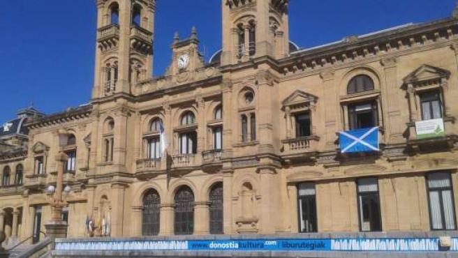 Bandera de Escocia en el Ayuntamiento.