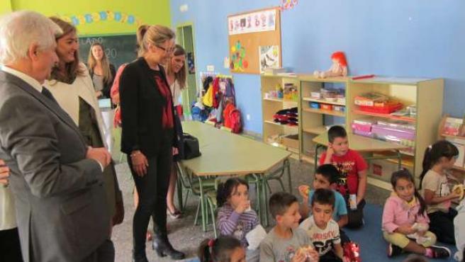 Cristina Teniente Visita El Colegio Cervantes En Cáceres
