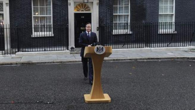 El primer ministro británico, David Cameron, momentos antes de su discurso a las puertas del número 10 de Downing Street en Londres (Reino Unido) .