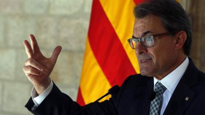 El presidente catalán durante la comparecencia que ha realizado en la Galería Gótica del Palau de la Generalitat para valorar el resultado del referéndum de independencia de Escocia.