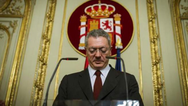 El ministro de Justicia, Alberto Ruiz-Gallardón, ha anunciado su dimisión este martes después de que el presidente del Gobierno, Mariano Rajoyinformara por la mañana de que el Ejecutivo había decidido retirar la reforma de la ley del aborto.