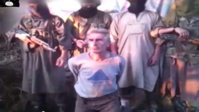 Hervé Gourdel, el turista francés secuestrado en el este de Argelia por Soldados del Califato, momentos antes de ser asesinado.