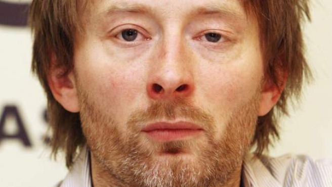 Thom Yorke, cantante de Radiohead, asiste a una rueda de prensa en Bruselas.