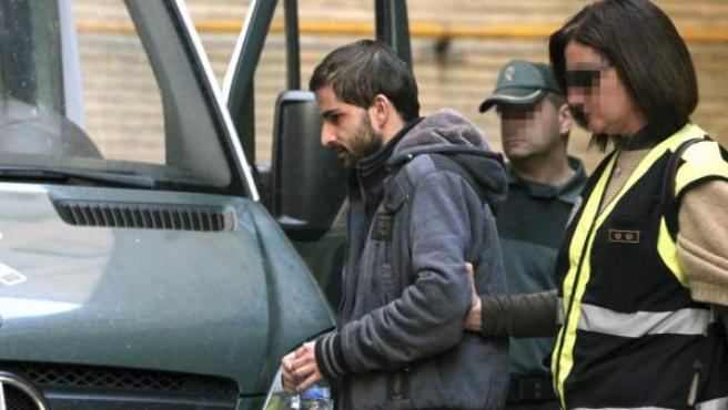 El asesino confeso de Marta del Castillo, Miguel Carcaño, a su salida del Hospital Miguel Servet de Zaragoza, tras someterse al 'test de la verdad'.