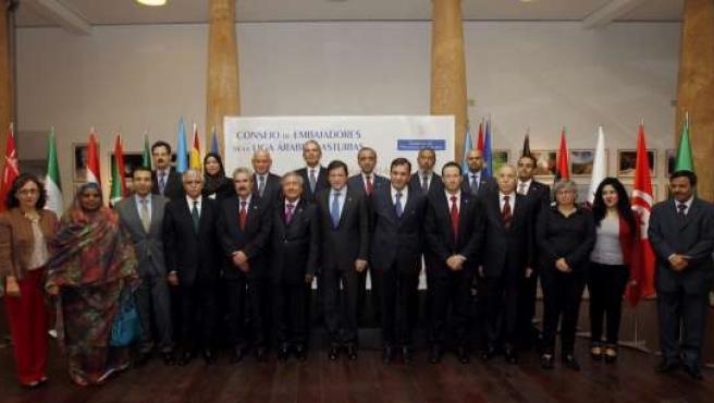 Reunión presidente embajadores países árabes
