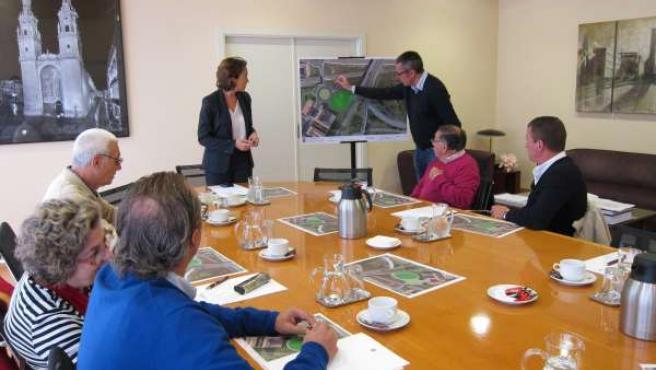 Gamarra y Sáez Rojo explican el proyecto a los vecinos