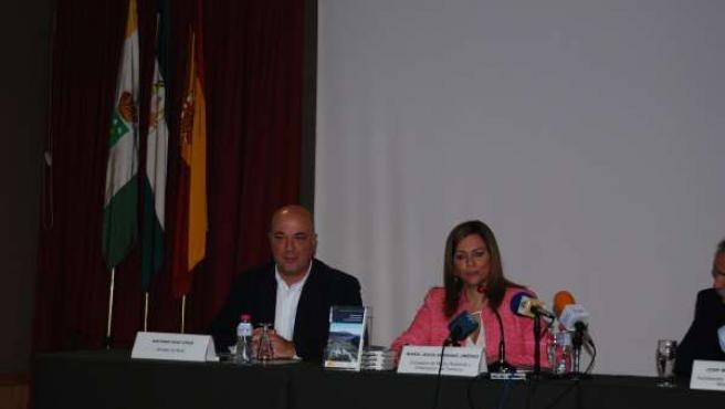 Serrano junto al alcalde de Rute en la presentación