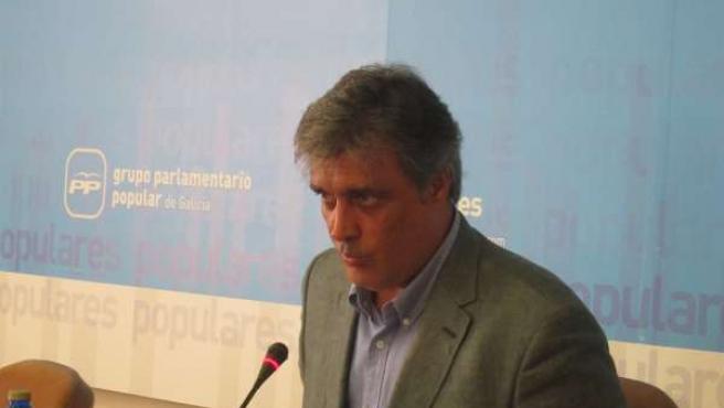 El portavoz del Grupo Parlamentario del PPdeG, Pedro Puy, en rueda de prensa