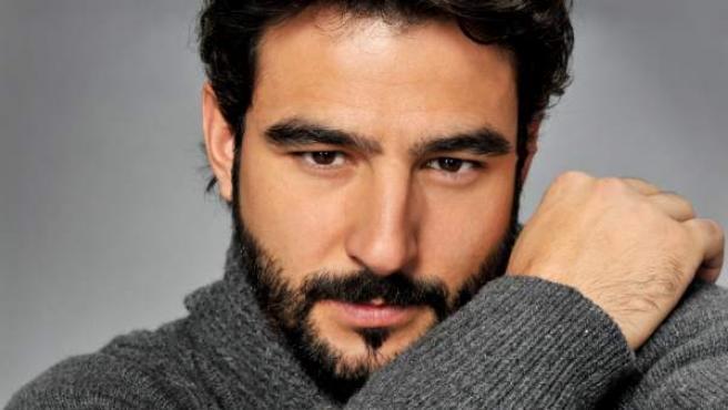 El actor Antonio Velázquez es Juan en la serie de Telecinco 'Hermanos'.