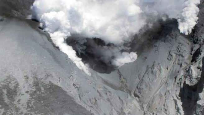 Imagen aérea del volcán Ontake cedida por el Ministerio de Infraestructura y Transporte de Japón.