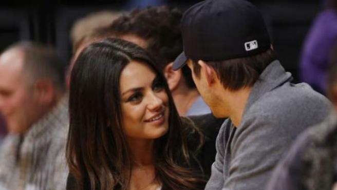 Mila Kunis y Ashton Kutcher.