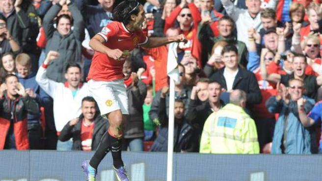 El delantero colombiano Radamel Falcao celebra su primer gol con la camiseta del Manchester United.