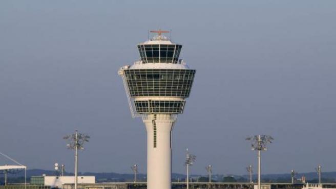 Imagen de archivo de la torre de control de un aeropuerto.