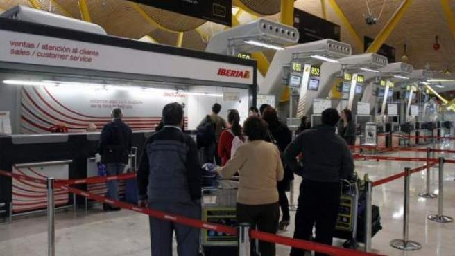 Un mostrador de atención al cliente en el aeropuerto de Barajas.