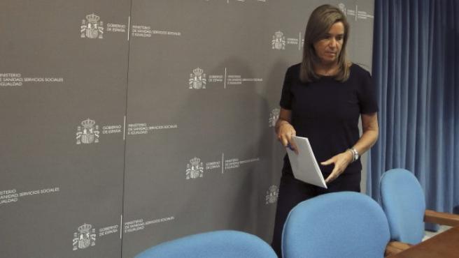 La ministra de Sanidad, Ana Mato, momentos antes del inicio de la rueda de prensa que ha ofrecido en la sede del Ministeri.