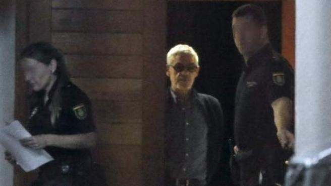 El maquinista del tren accidentado en Santiago de Compostela sale de los juzgados en libertad con cargos tras declarar ante el juez.