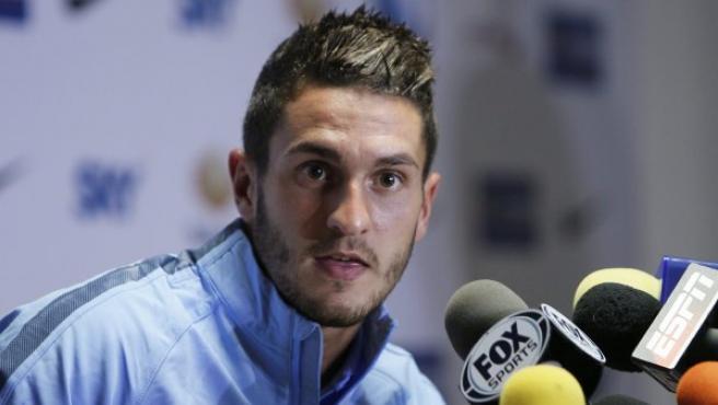 El jugador del Atlético de Madrid Koke habla en una rueda de prensa.