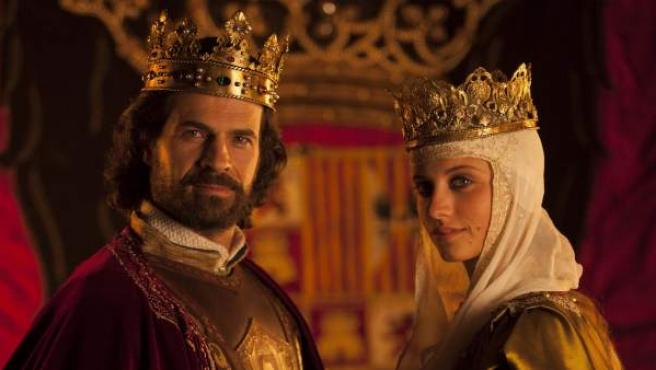 Una imagen de los protagonistas de 'Isabel': Michelle Jenner y Rodolfo Sancho.