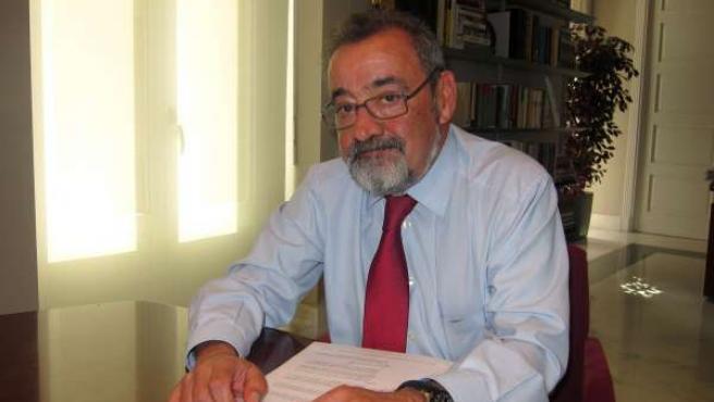 José Vicente González, Durante La Entrevista.