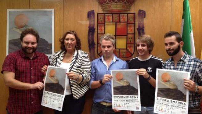 Presentación del concierto de Supersubmarina del día 18 en Jaén