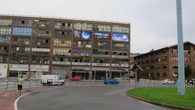 Pabellón donde se ubicaría la discoteca, junto a la ikastola