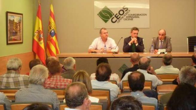 Carlos Bistuer (Centro), presidente de CEOS-CEPYME Huesca.
