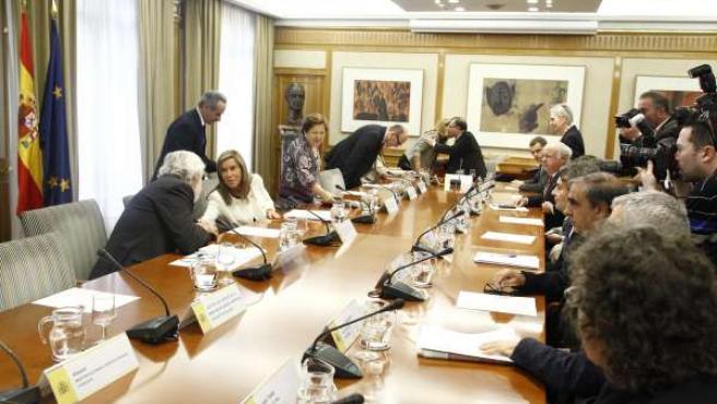 Ana Mato se reúne con parlamentarios por la crisis del ébola