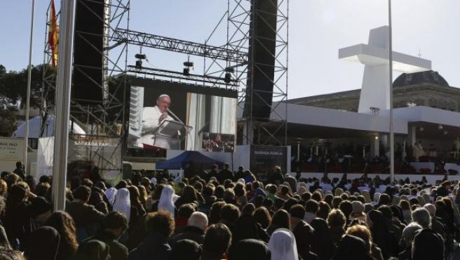 Celebración de la misa de la familia en Madrid, con el papa Francisco enviando un mensaje a los fieles.