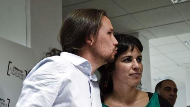 Pablo Iglesias y Teresa Rodríguez, número dos de la candidatura de Podemos en las últimas elecciones europeas.