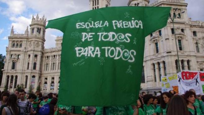 Imagen de una de las protestas en Madrid a favor de la educación pública y contra la LOMCE.