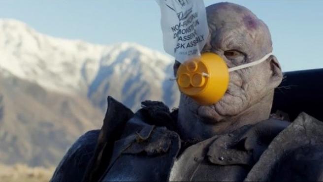 Imagen del vídeo informativo de seguridad a bordo con 'El Hobbit'.
