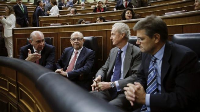 Los ministros (de izda a dcha), del Interior, Jorge Fernández Díaz; de Hacienda, Cristóbal Montoro; de Defensa, Pedro Morenés, y de Justicia, Rafael Catalá.