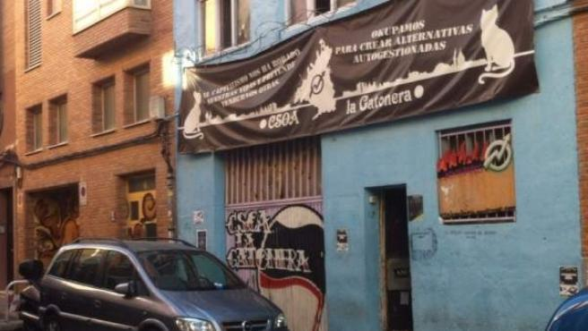La Policía Nacional desaloja el centro social okupado La Gatonera, en el barrio de Carabanchel.