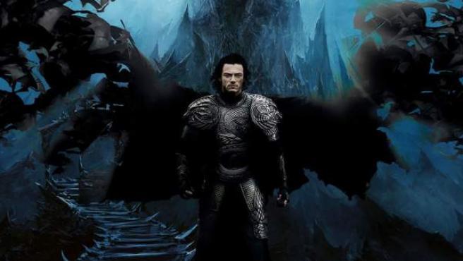 Luke Evans interpreta al príncipe Vlad, que se convertirá en Drácula.