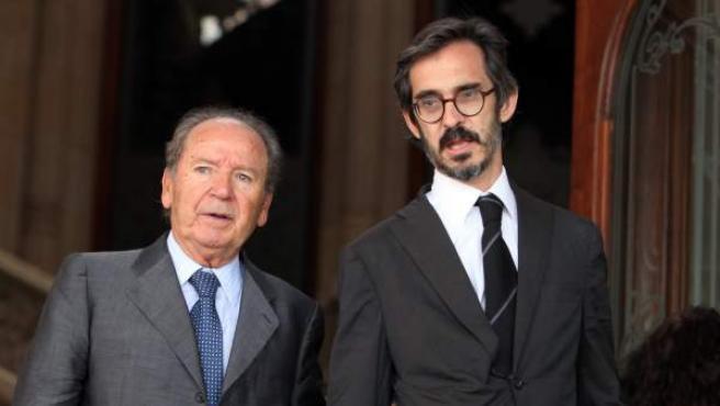 El expresidente del FC Barcelona Josep Lluís Núñez junto a su abogado en el Palacio de Justicia de la capital catalana.