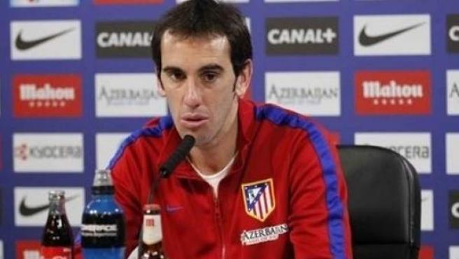 El defensa del Atlético Diego Godín, en rueda de prensa.