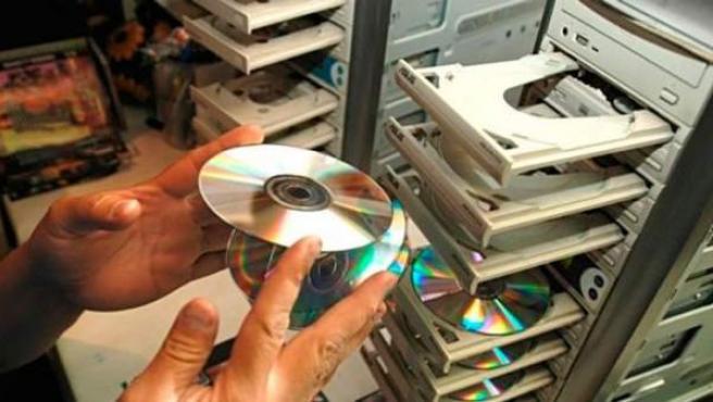 La piratería es uno de los grandes problemas de la propiedad intelectual.