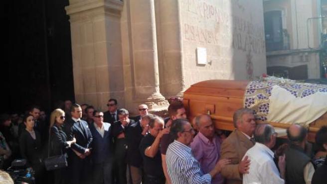 José Mari Manzanares (hijo) sale tras el féretro de su padre de la Concatedral