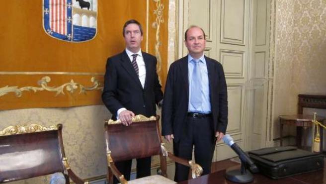 El concejal y el presidente de la Fundación Bases presentan el convenio