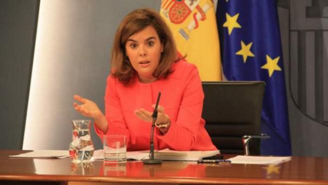 La vicepresidenta del Gobierno, Soraya Sáenz de Santamaría, durante la rueda de prensa posterior al Consejo de Ministros.