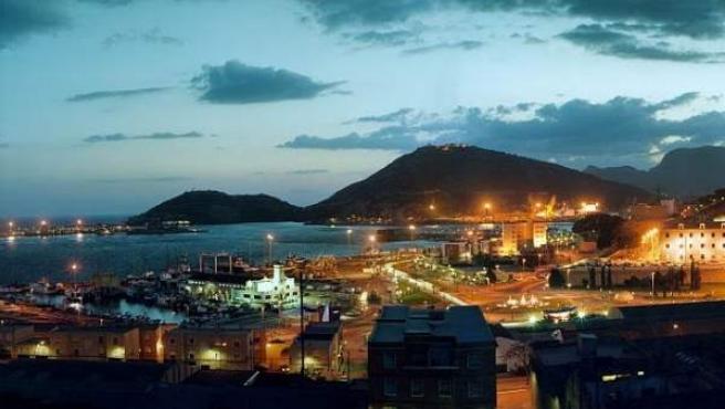 Vista general de Cartagena con su puerto y bahía.