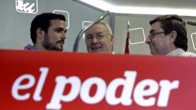 Alberto Garzón, Cayo Lara y José Luis Centella, antes del comienzo del congreso político de IU