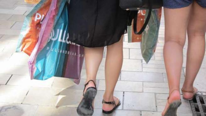 Compras, rebajas, Pull and Bear, paseo, jóvenes, comprar, shopping