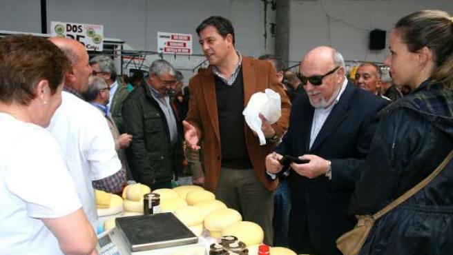 Foto 2 Do Presidente Da Deputación De Lugo, Xunto Ao Alcalde De Monterroso, Na F