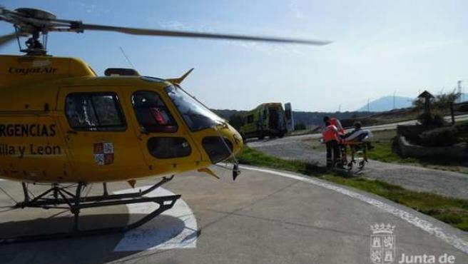 Operativo de rescate de una parapentista en Cebreros (Ávila)