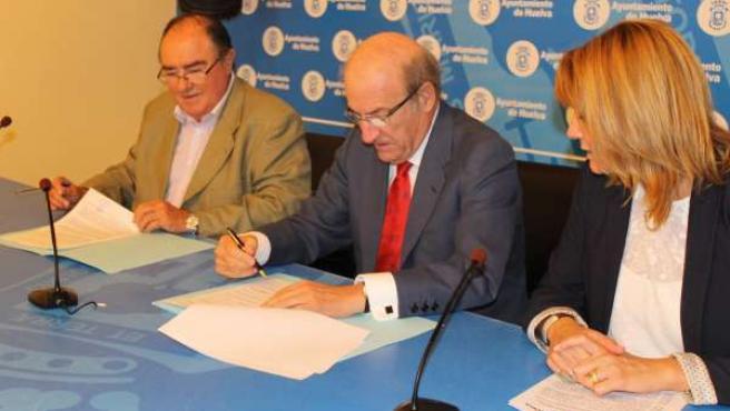 El alcalde renueva el compromiso del Ayuntamiento con el Banco de Alimentos