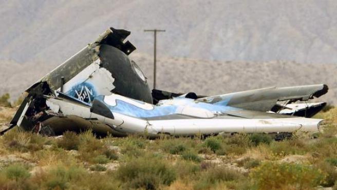 Imagen del avión de Virgin accidentado y completamente destrozado tras el accidente.
