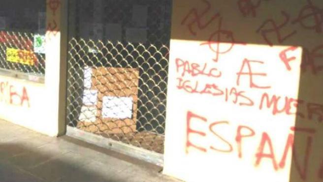 Pintadas contra Pablo Iglesias en la sede de Podemos en San Lorenzo del Escorial.