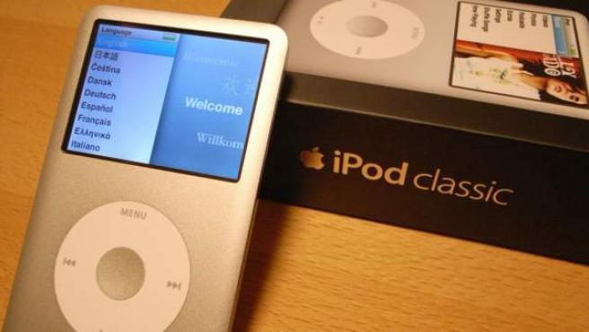 Imagen de un iPod Classic con su caja.