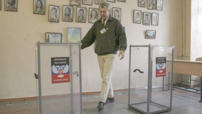 Imagen de los preparativos de las elecciones que los prorrusos organizan en Ucrania.